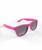 Trendy roze montuur zonnebril trend