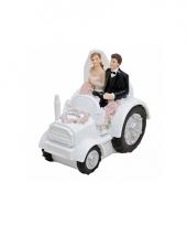 Trouwfiguurtje bruidspaar in de tractor trend