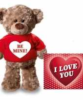 Valentijnskaart en knuffelbeer 24 cm be mine rood shirt trend