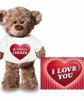 Valentijnskaart en knuffelbeer 24 cm met ik vind je lekker shirt trend