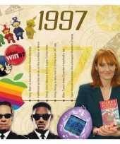 Verjaardagskaart met muziekhits uit 1997 trend