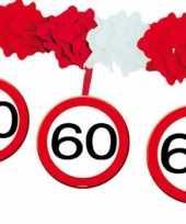 Versiering 60 jaar slingers trend