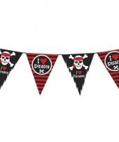 Vlaggenlijn piraten zwart met rood trend