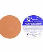 Water schmink met mat bruine kleur trend