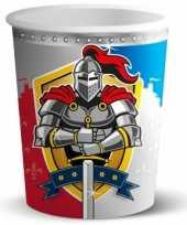Wegwerp bekertjes ridder trend