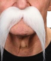 Witte snorren trend