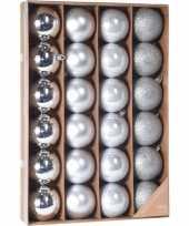 Zilveren kerstversiering kerstballenset 24 stuks kunststof 6 cm trend