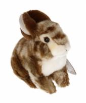 Zittend konijnen knuffeltje bruin 22 cm met kraalogen trend