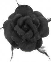 Zwarte bloem voor in het haar trend